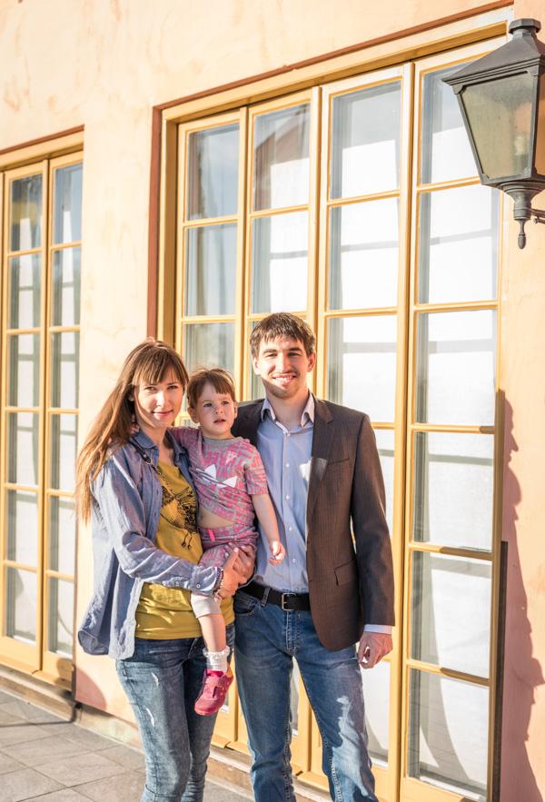 Vinnaren av Hasselbacken Chess Open blev favoritenligt GM Dmitrij Andrejkin. Här med familj. (Foto: Lars OA Hedlund)