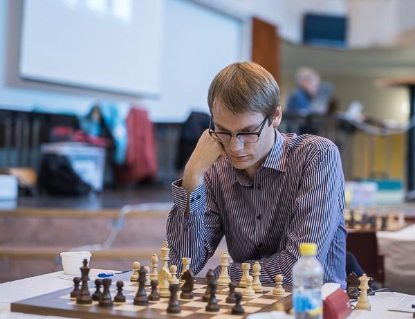 Erik Blomqvist spelade storstilat och vann med minsta möjliga marginal. (Foto: Lars OA Hedlund)