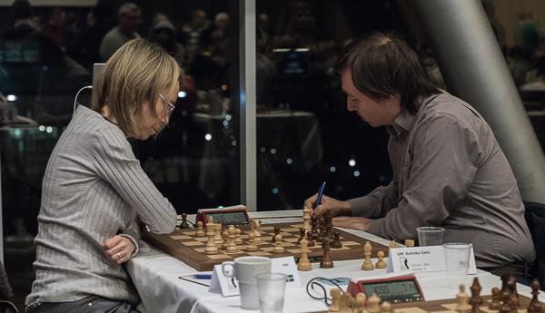 Toippmötet i rond 2 mellan Pia Cramling och Gata Kamskij. (Foto: Lars OA Hedlund)