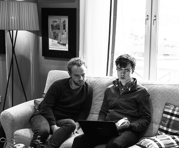 IM Mads Hansen och GM Adam Tukhaev (Foto: Lars OA Hedlund)