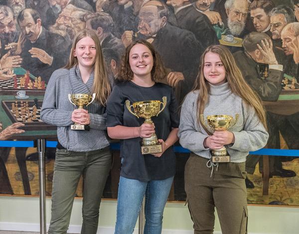 frän vänster : Louise Westin, WCM Ellen Kakulidis och Ingrid Greibrokk (Foto: Lars OA Hedlund)