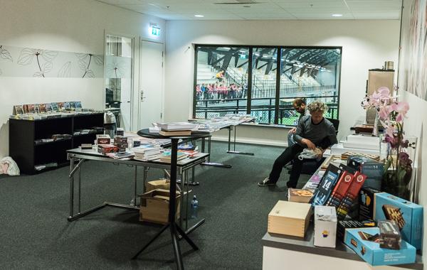"""""""Bokförsäljning"""" (Foto: Lars OA Hedlund)"""