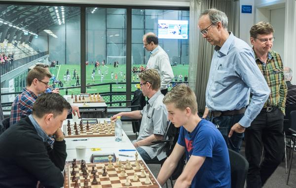 """Intressant spel"" (Foto: Lars OA Hedlund)"