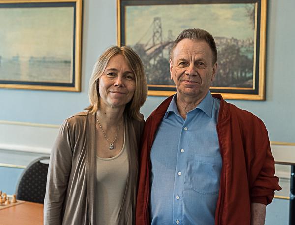 Pia Cramling på väg till Skärholmen. Här på bilden tillsammans med en annan legend, Ulf Andersson. (Foto: Lars OA Hedlund)