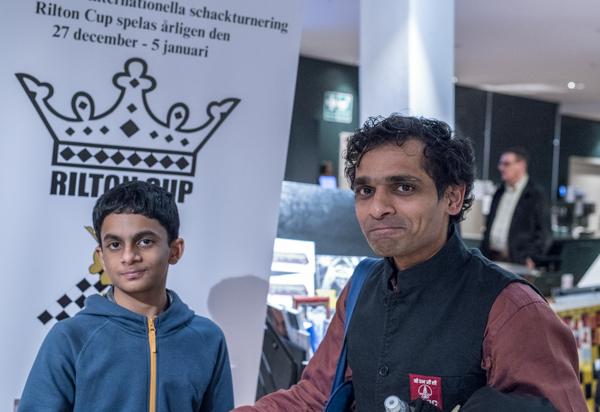IM Sarin Nihal och GM Krishnan Sasikiran (Foto: Lars OA Hedlund)