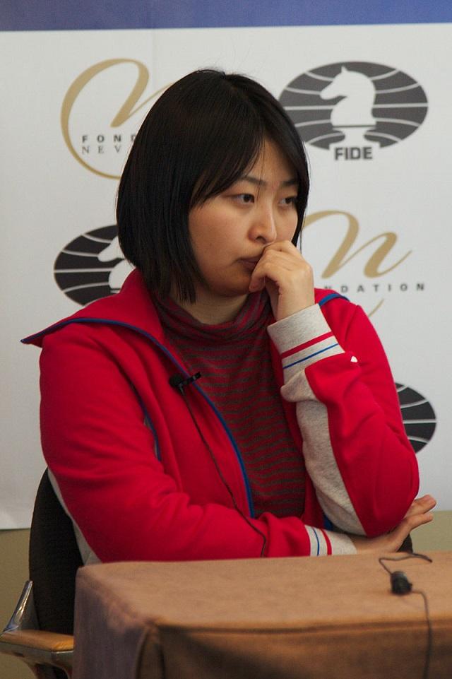 GM Ju Wenjun betvingade sin motståndare från Australien med det populära 1 d4 d5 2 Bf4. (Foto: Wikimedia, Clément Bucco-Lechat)