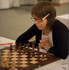 Stormästaren Pia Cramling förespråkar att även Sverige ska ha krav på en kvinnlig spelare i varje lag (åtminstone i vissa serier). (Foto: Lars OA Hedlund)